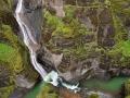 Fjadrargljufur, waterval in vulkanische kloof